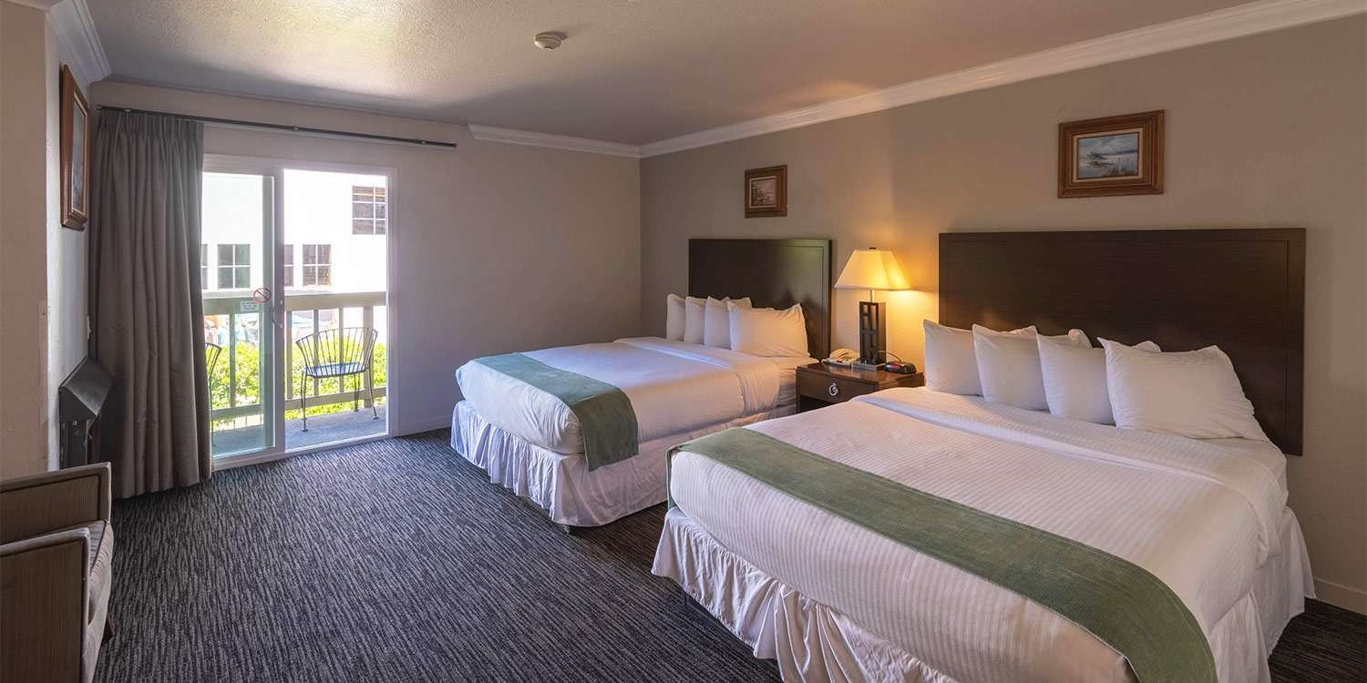 CHOOSE A ROOM WITH AN OCEAN VIEW OR A FIREPLACE <span class='textsmall'>AT OUR MONTEREY HOTEL</span>
