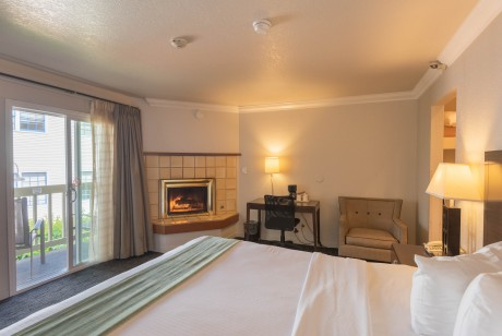 Welcome To the Cannery Row Inn - King Room with Fireplace