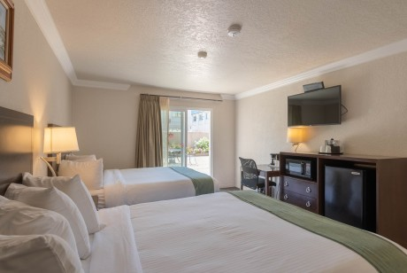 Cannery Row Inn: 2 Queen Beds